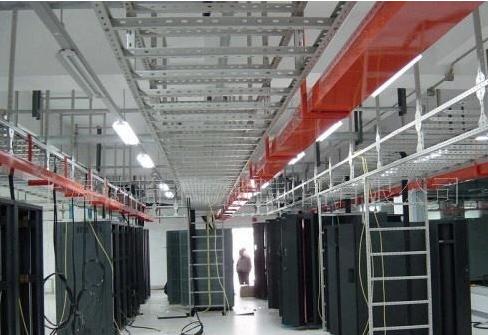 符合电缆桥架接地干线回路的条件是什么?